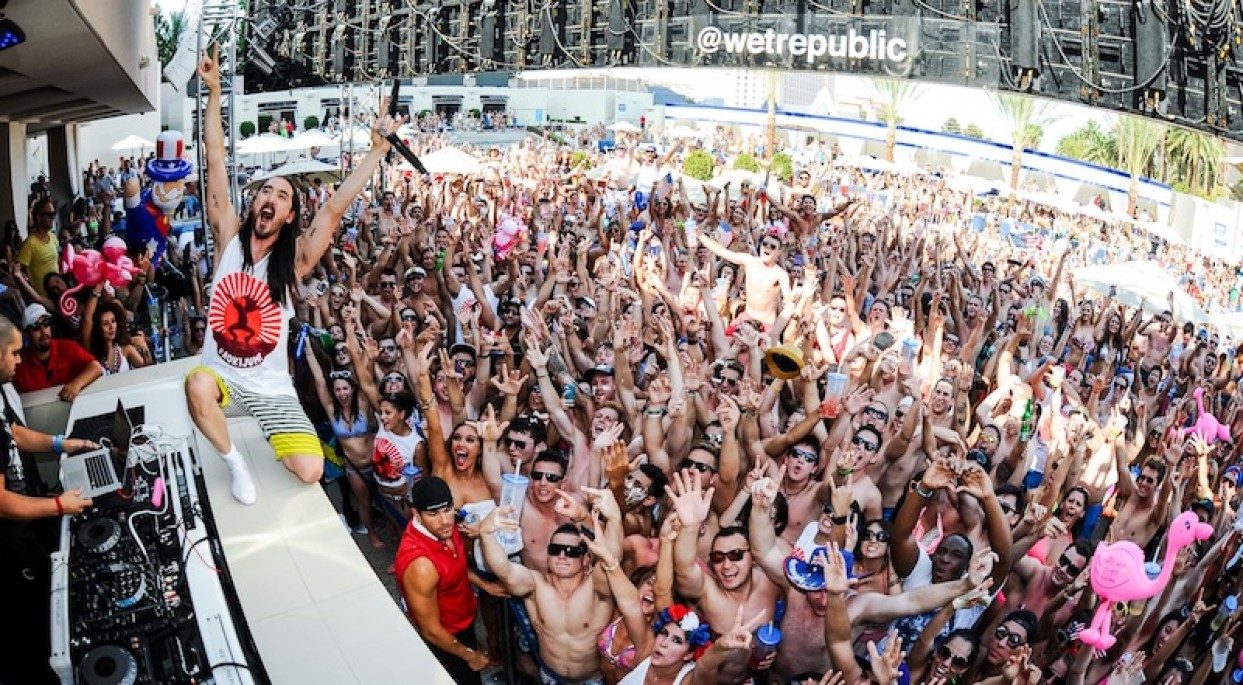 WET REPUBLIC At MGM July August and Labor Day Weekend