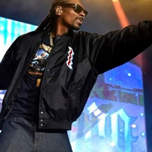 Snoop Dogg Employs a Full-Time Blunt Roller: 'That's His J-O-B'